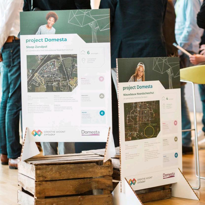 Sfeerfoto met projectborden op event Drenthe woont Circulair